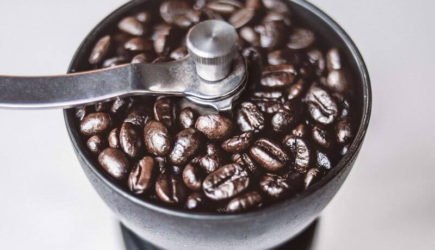 Best Manual Burr Coffee Grinders – The 5 Best Grinders of 2020